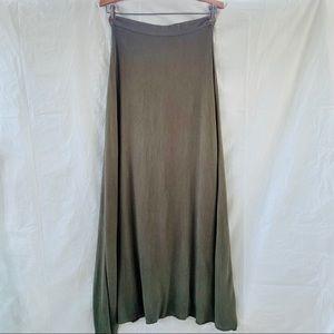 Lulus dark green flowy  maxi skirt size S,